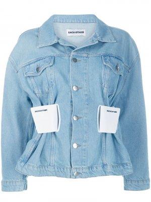 Джинсовая куртка с присборенным поясом Each X Other. Цвет: синий