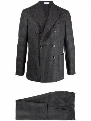 Костюм с двубортным пиджаком в полоску Boglioli. Цвет: серый