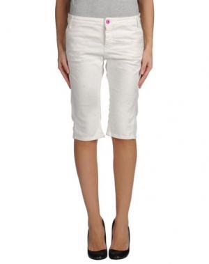 Джинсовые брюки-капри C'N'C' COSTUME NATIONAL. Цвет: белый