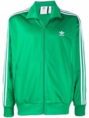 Спортивная куртка с вышитым логотипом adidas. Цвет: зеленый