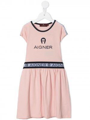 Платье-футболка А-силуэта с логотипом Aigner Kids. Цвет: розовый