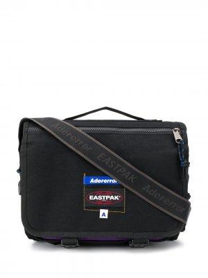 Сумка через плечо с нашивкой-логотипом Eastpak x Ader Error. Цвет: черный