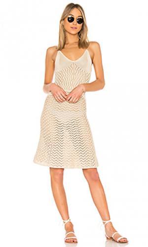 Приталенное расклёшенное платье darcel House of Harlow 1960. Цвет: беж