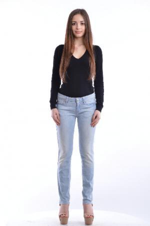 Джинсовые брюки LOVE MOSCHINO. Цвет: голубой