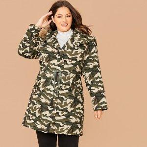 Пальто-парка размера плюс с камуфляжным принтом и искусственным мехом SHEIN. Цвет: многоцветный