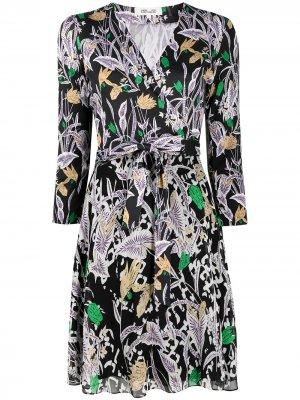 Платье с запахом и цветочным принтом DVF Diane von Furstenberg. Цвет: черный