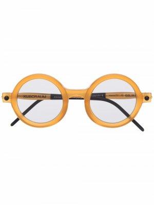 Солнцезащитные очки в круглой оправе Kuboraum. Цвет: нейтральные цвета