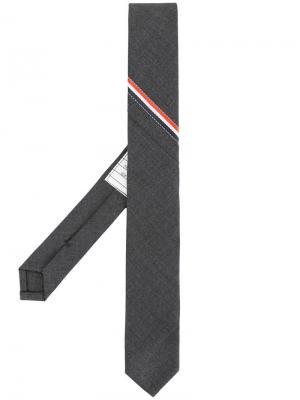 Классический галстук с полосками Thom Browne. Цвет: серый