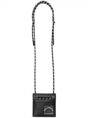 Кошелек с ремешком на шею и логотипом Karl Lagerfeld. Цвет: черный