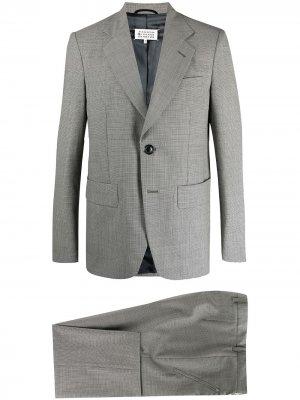 Костюм в ломаную клетку с однобортным пиджаком Maison Margiela. Цвет: серый