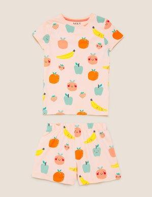 Короткая хлопковая пижама с фруктовым принтом Marks & Spencer. Цвет: мульти