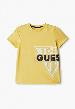Футболка Guess. Цвет: желтый