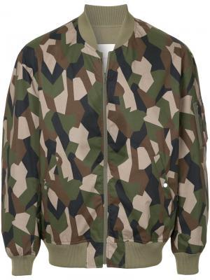 Куртка-бомбер с камуфляжным рисунком Mackintosh. Цвет: зелёный