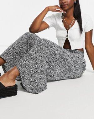 Черные укороченные брюки с широкими штанинами и мелким цветочным принтом -Черный New Look