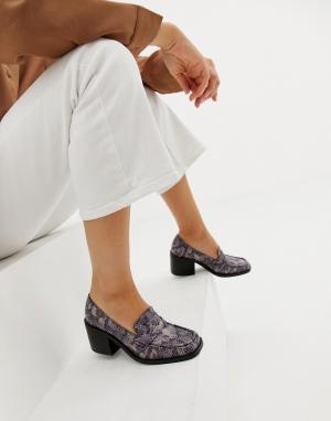 Лоферы на каблуке с отделкой под змеиную кожу Taxon ASOS DESIGN