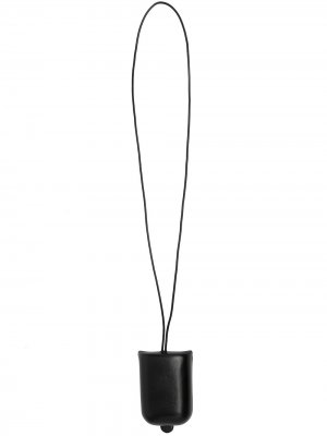 Кошелек со шнурком на шею и тисненым логотипом Lemaire. Цвет: черный
