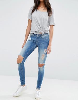 Зауженные джинсы с большими декоративными дырами Coral Only. Цвет: синий