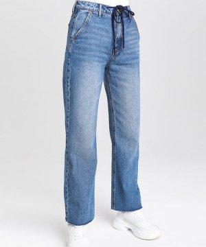 Прямые джинсы с высокой посадкой и шнурком на поясе O`Stin. Цвет: светло-синий