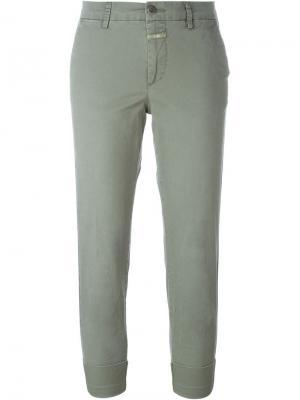 Укороченные брюки-чинос Closed. Цвет: зелёный