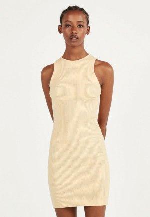 Платье Bershka. Цвет: желтый