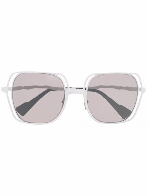 Солнцезащитные очки в массивной оправе Kuboraum. Цвет: белый