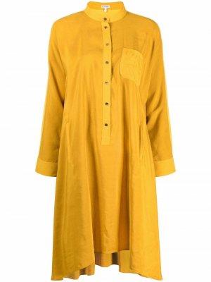 Платье-рубашка с воротником-стойкой и длинными рукавами LOEWE. Цвет: желтый