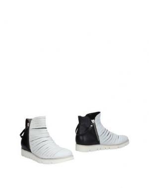 Полусапоги и высокие ботинки INK. Цвет: белый