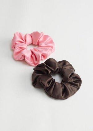 Набор из двух резинок для волос &Other Stories. Цвет: черный, розовый