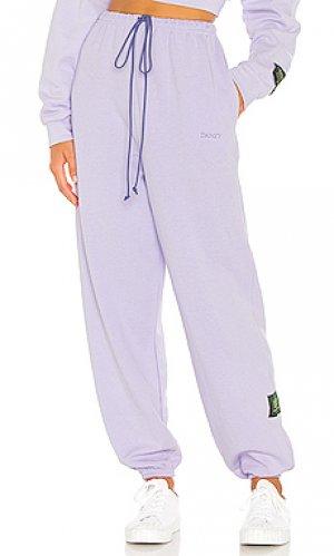 Спортивные брюки DANZY. Цвет: бледно-лиловый