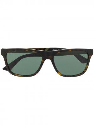 Солнцезащитные очки в прямоугольной оправе Gucci Eyewear. Цвет: зеленый