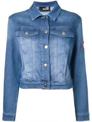 Укороченная джинсовая куртка Love Moschino. Цвет: синий
