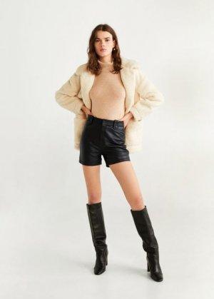 Кожаные шорты с завышенной талией - Renn Mango. Цвет: черный