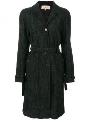 Плиссированное пальто с поясом на талии Romeo Gigli Pre-Owned. Цвет: черный