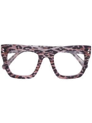 Очки в леопардовой оправе Stella Mccartney Eyewear. Цвет: телесный