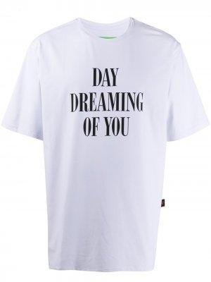 Футболка Day Dream с принтом Liberal Youth Ministry. Цвет: белый