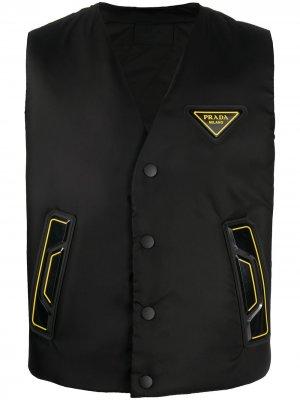 Жилет с нашивкой-логотипом Prada. Цвет: черный
