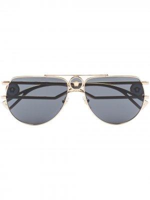 Солнцезащитные очки-авиаторы с декором Medusa Versace Eyewear. Цвет: золотистый