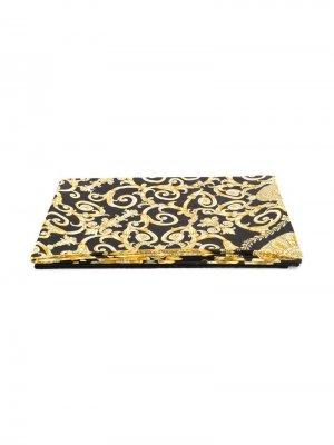 Пляжное полотенце с принтом Gold Hibiscus Versace. Цвет: черный