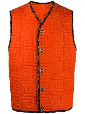 Стеганая куртка с узором Greca Versace. Цвет: оранжевый