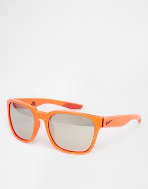 Солнцезащитные очки в квадратной оправе Nike. Цвет: оранжевый