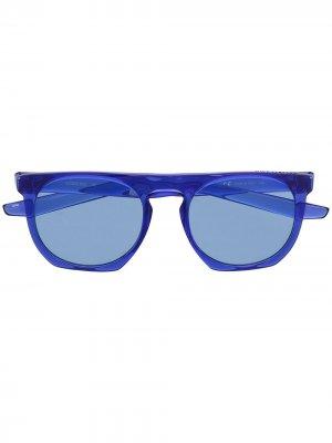 Солнцезащитные очки в круглой оправе Nike. Цвет: синий