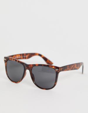 Квадратные солнцезащитные очки в черепаховой оправе AJ Morgan. Цвет: коричневый