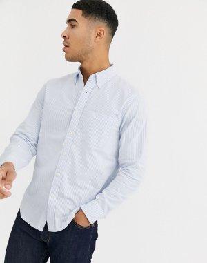 Голубая оксфордская рубашка в полоску приталенного кроя с логотипом Abercrombie & Fitch. Цвет: синий