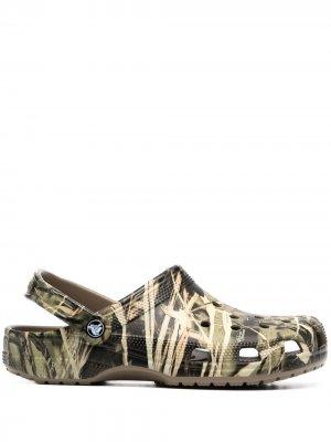 Кроксы Realtree® V2 с камуфляжным принтом Crocs. Цвет: зеленый