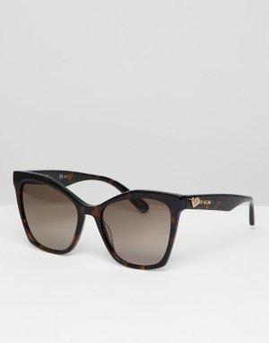 Коричневые солнцезащитные очки кошачий глаз LOVE Moschino. Цвет: коричневый