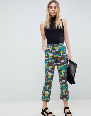 Расклешенные брюки с плиточным принтом -Мульти ASOS DESIGN