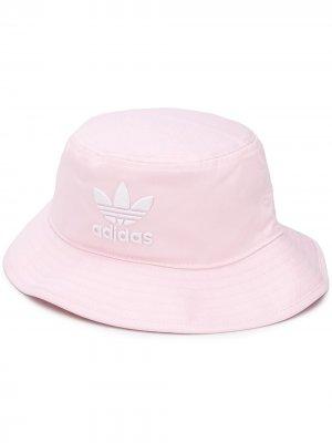 Панама с вышитым логотипом adidas. Цвет: розовый