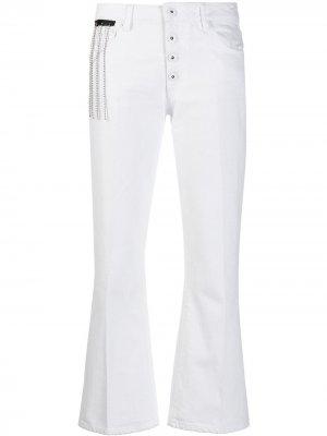 Расклешенные укороченные джинсы Each X Other. Цвет: белый