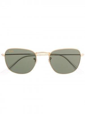 Солнцезащитные очки-авиаторы с затемненными линзами Ray-Ban. Цвет: золотистый