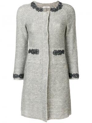 Вязаное пальто с аппликациями-цветами Charlott. Цвет: серый